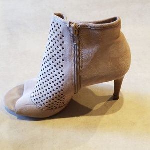 Audrey Brooke Ankle boots. Open toe. 7 1/2